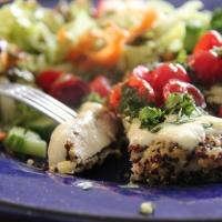 قطع الدجاج المغطاة بالكينوا المحمص -                        Quinoa Crusted Caprese Chicken